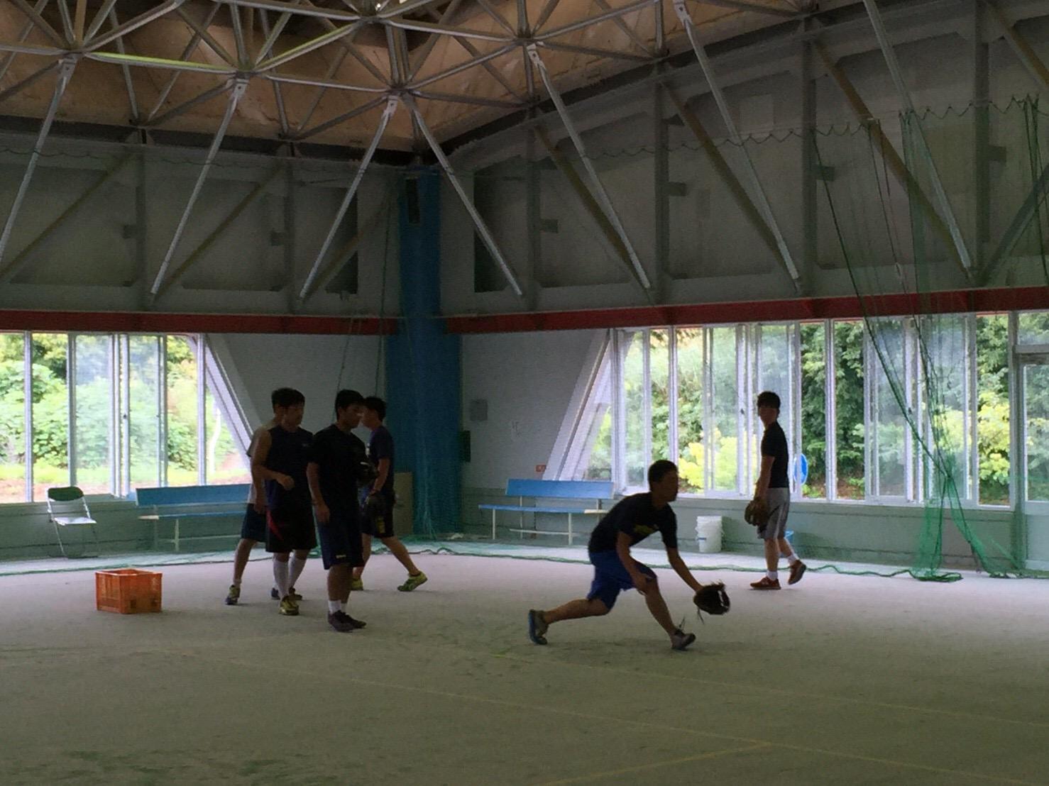 室内練習場での基礎練習