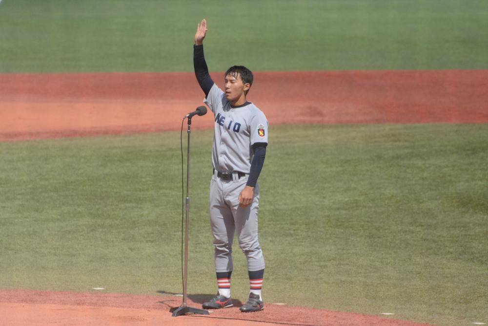開会式で選手宣誓をする河合