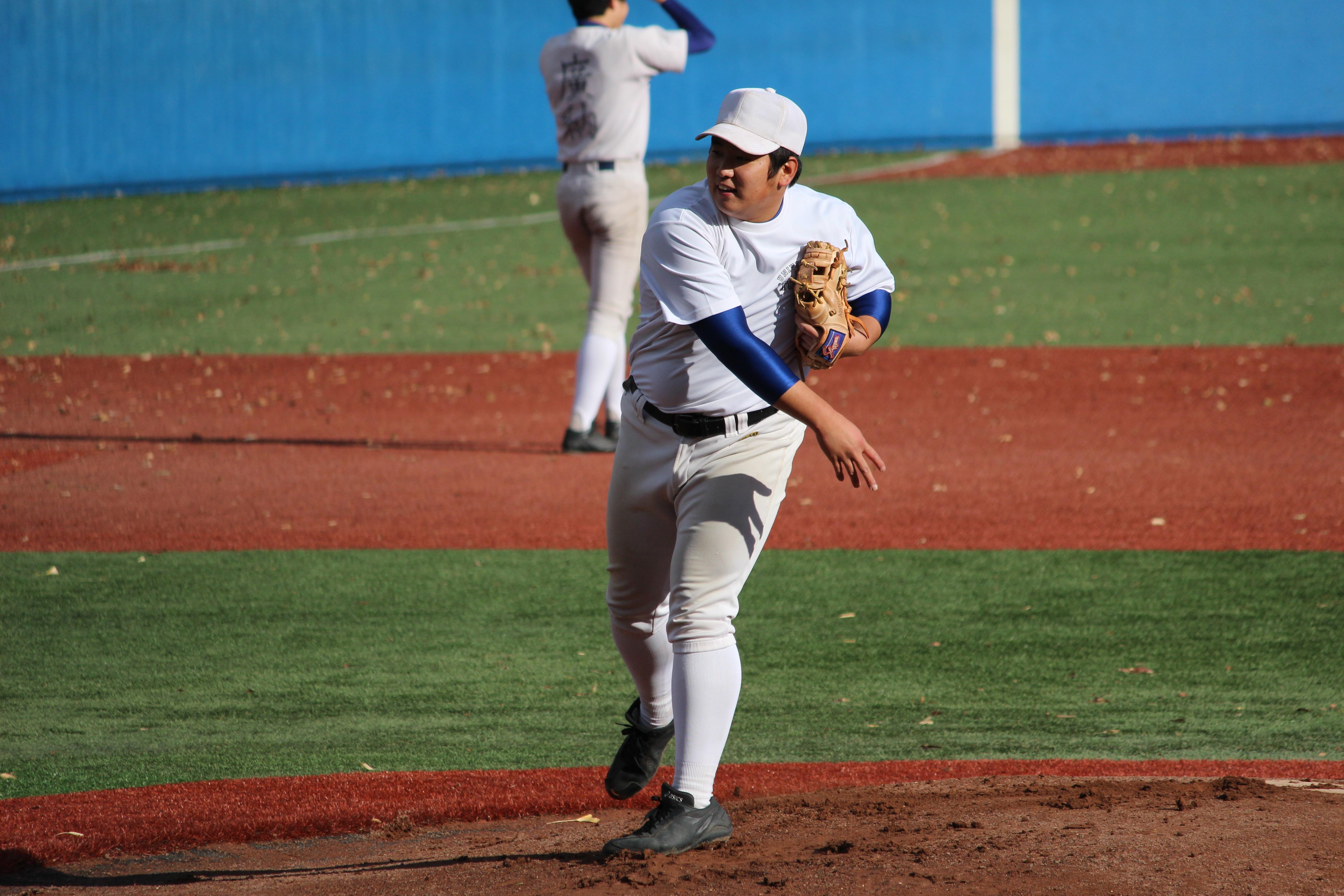 現役チームの先発・青山内野手